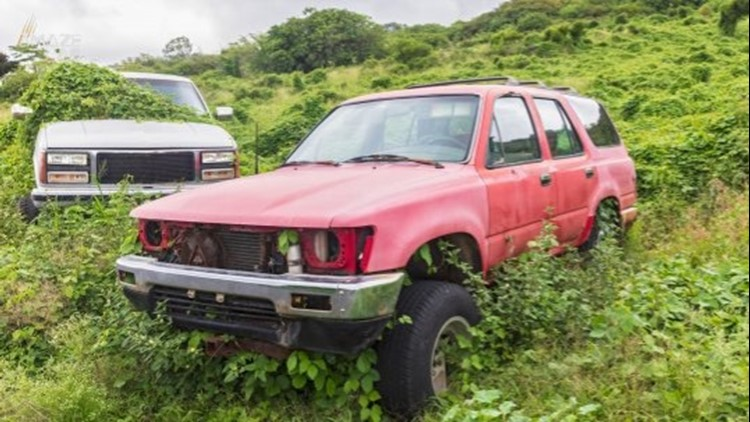 Hawaii Is Packed With Abandoned Cars! But the Question is Why?