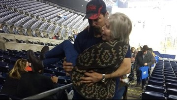 Woman struggling with stadium stairs gets assist from big-hearted Texan