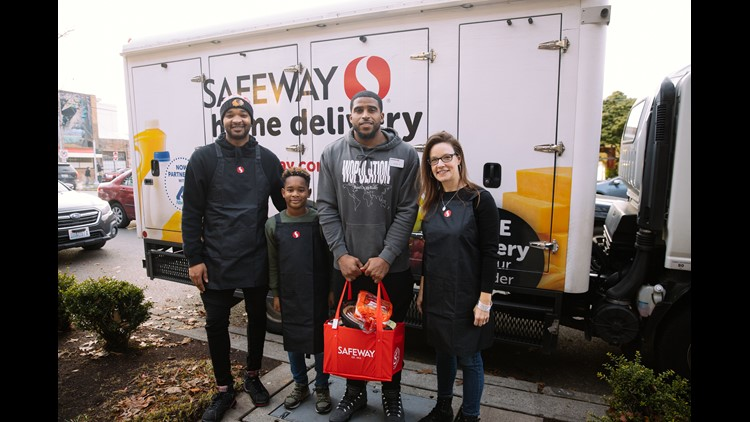 Bobby Wagner Safeway Thanksgiving
