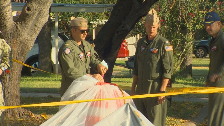 2 hurt after Navy aircraft crashes in Texas neighborhood, officials say