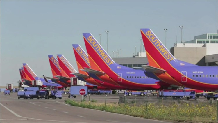 Southwest cancels more than 1,000 weekend flights