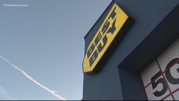 Hopeful Hampton Roads shoppers line up at Best Buy on Thanksgiving