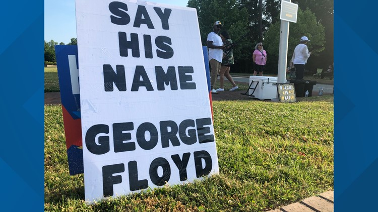 Williamsburg community remembers George Floyd, rallies for change