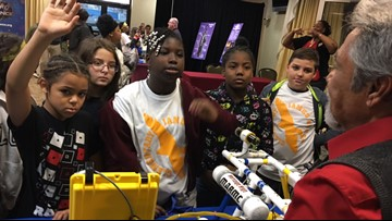 More than 400 students get STEM education at Naval shipyard