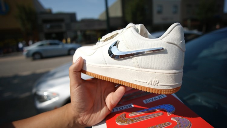 sneaker 2_1533925083544.png.jpg