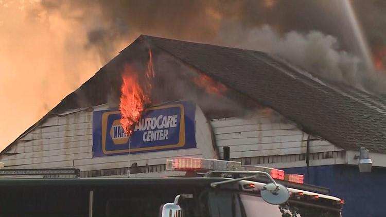 fire destroys portsmouth auto center. Black Bedroom Furniture Sets. Home Design Ideas