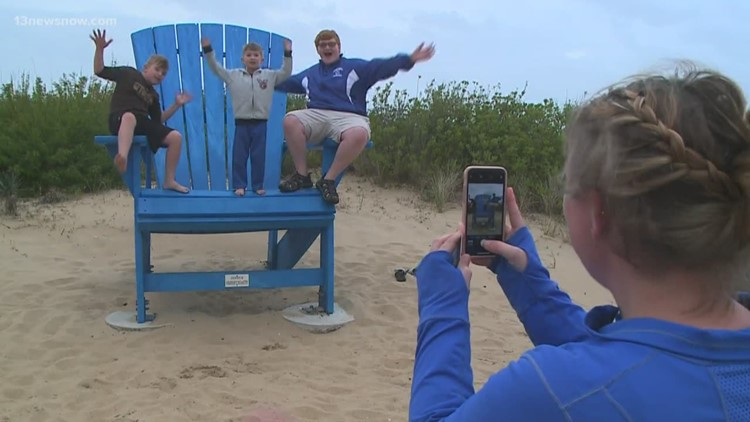 Tourists enjoy vacation in Virginia Beach despite rain
