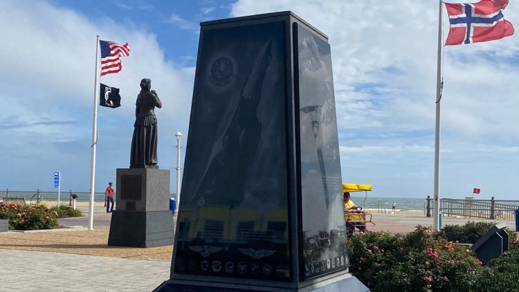 Dedication ceremony held for Oceanfront monument honoring U.S. Navy's retired F-14 Tomcat fighter jet