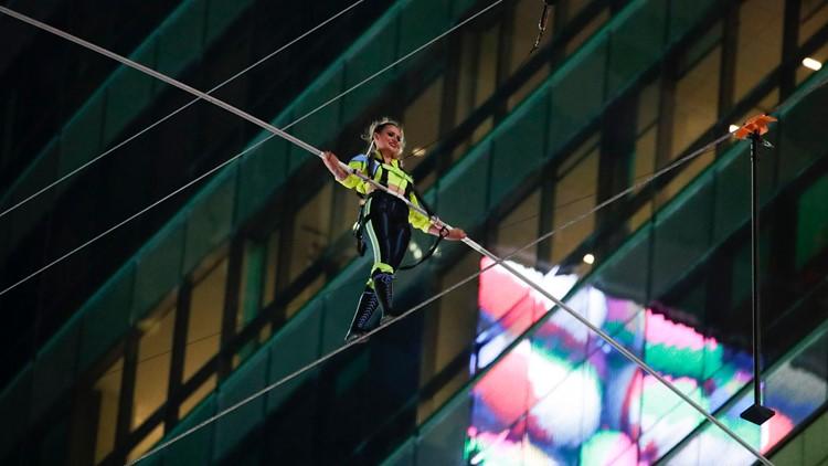 Nik Wallenda says he 'freaked' when pole slipped