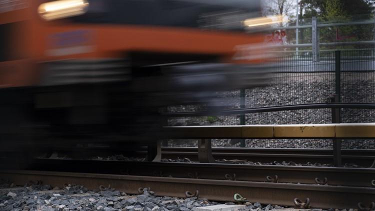 Metro train derails in Virginia, service suspended in area
