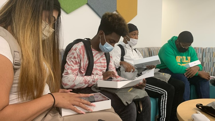 NSU students receive iPad Pros as school launches program to equip students, staff with technology