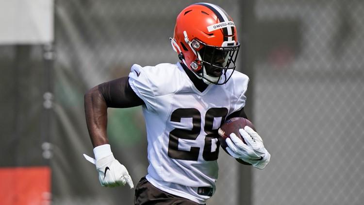 Browns rookie LB Owusu-Koramoah placed on COVID-19 list